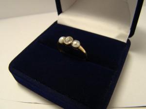 Кольцо с бриллиантом, жемчугом, 56 проба, размер 17, масса 2.02гр. 50.000 рублей (1 бр -0.40)